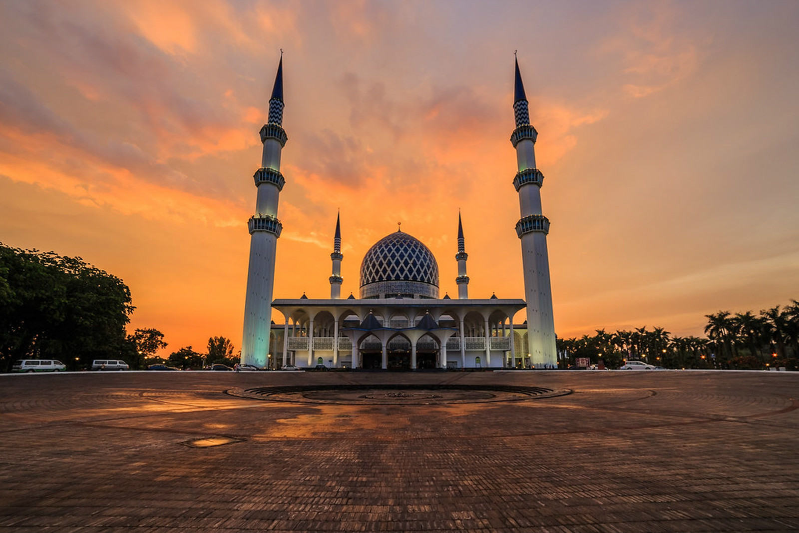 A DAY TRIP TO SHAH ALAM  cover image